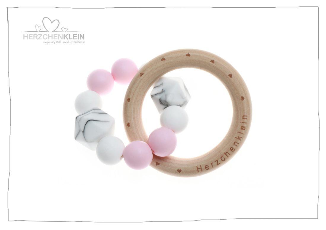 beissring aus silikon und holz rosa weiss herzchenklein. Black Bedroom Furniture Sets. Home Design Ideas