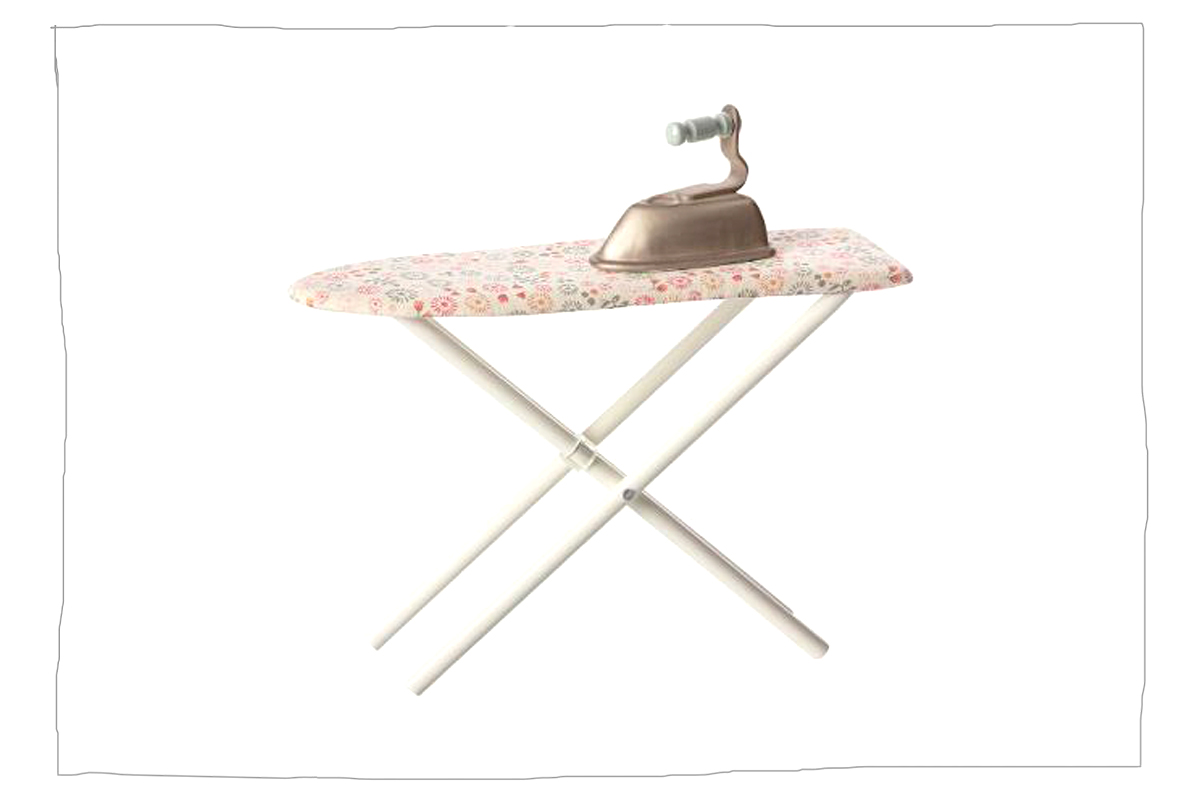 maileg b gelbrett mit b geleisen herzchenklein. Black Bedroom Furniture Sets. Home Design Ideas