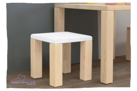Kinderstuhl aus Massivholz – Teil gefärbt