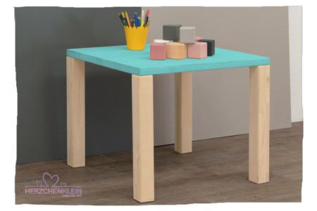 Kindertisch aus Massivholz -Teil gefärbt